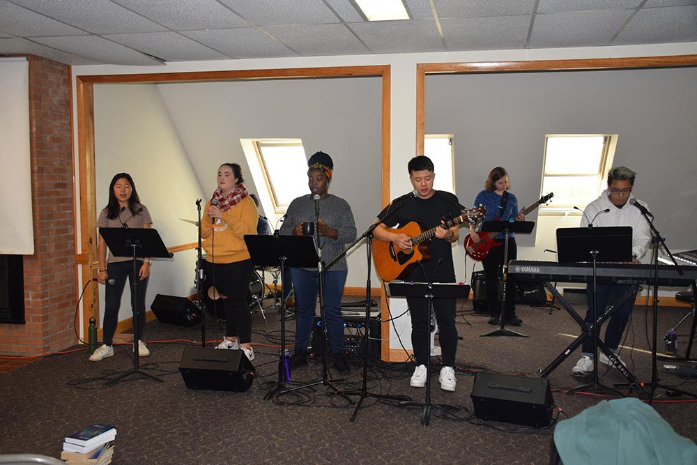 student informal music performance