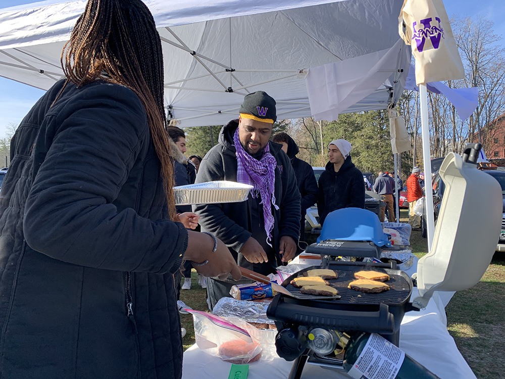 fans getting lunch at football game